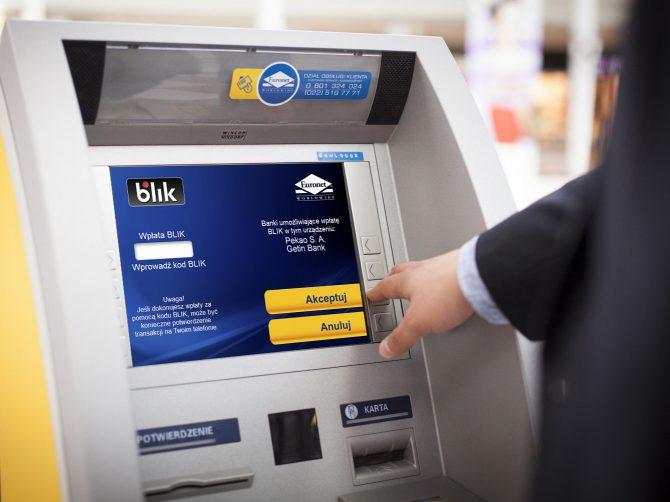 BLIK w bankomacie